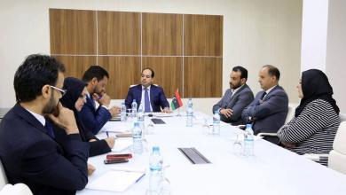 اجتماع أحمد معيتيق مع المسؤولين في وزارة الصحة بحكومة الوفاق