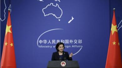 صورة من أرشيف رويترز للمتحدثة باسم وزارة الخارجية الصينية هوا تشون ينغ تتحدث في مؤتمر صحفي في بكين.
