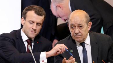 وزير الخارجية الفرنسي جان إيف لو دريان والرئيس الفرنسي إيمانويل ماكرون
