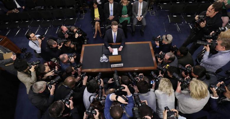 مارك زوكربيرغ أثناء شهادته أمام الكونغرس