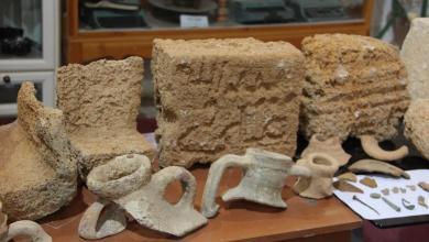 قطع أثرية تعود لعصور قديمة في طبرق