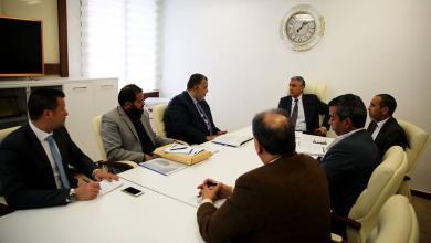 اجتماع عقده الطاهر عامر الأمين العام لمجلس الوزراء