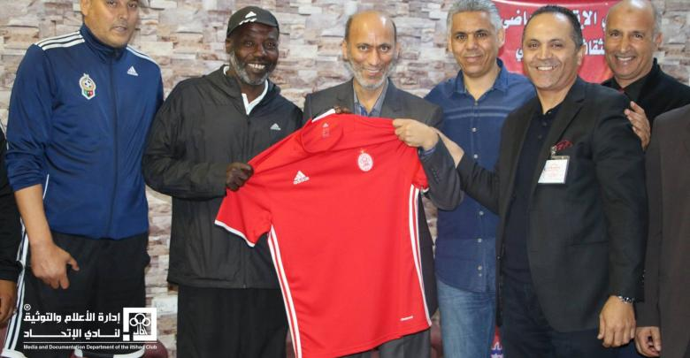 إدارة نادي الاتحاد في طرابلس تكرم اللاعب فوزي العيساوي