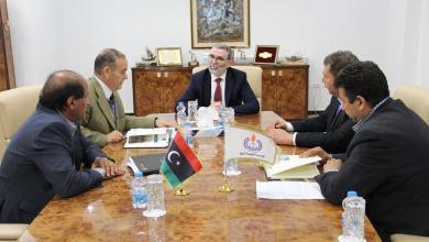 اجتماع صنع الله مع رئيس مجلس إدارة شركة الزاوية لتكرير النفط علي قنوص
