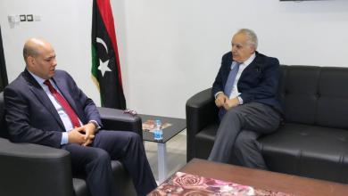 غسان سلامة خلال لقاءه مع النائب بالمجلس الرئاسي فتحي المجبري