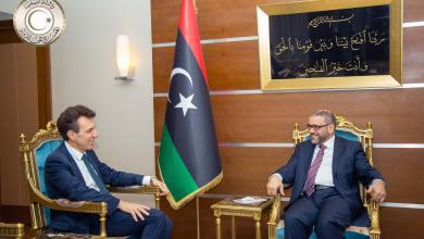 السفير الإيطالي لدى ليبيا جوزيبي بيروني وخالد المشري