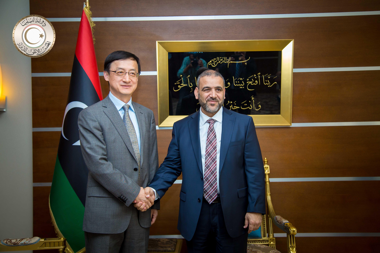 رئيس المجلس الأعلى للدولة خالد المشري و السفير الصيني لدى ليبيا لي زيغو