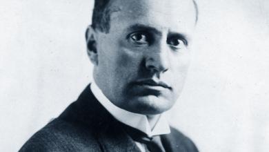 الزعيم الإيطالي الفاشي بينيتو موسوليني
