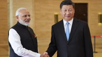 رئيس الوزراء الهندي ناريندرا مودي مع الرئيس شي غين بينغ