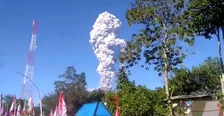 بركان يرعب إندونيسيا