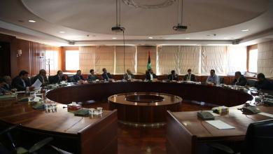 مالية الوفاق تناقش صرف المرتبات المتأخرة