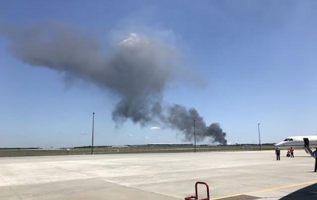 دخان طائرة سي-130 المتحطمة