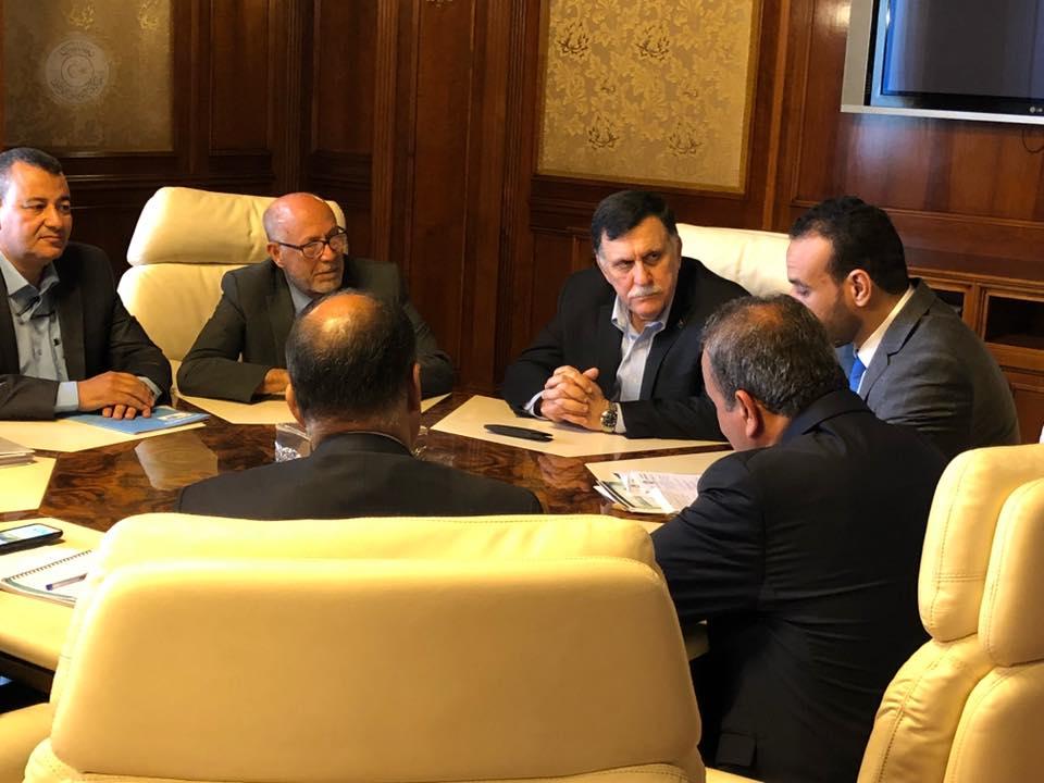 اجتماع فائز السراج مع عدد من مسؤولي قطاع الصحة في طرابلس
