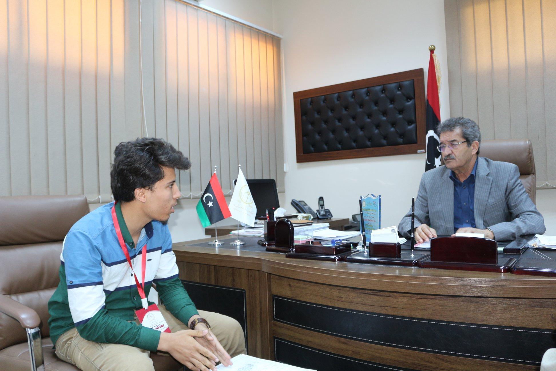 عميد بلدية بنغازي عبد الرحمن العبار والطالب محمد سالم العمامي