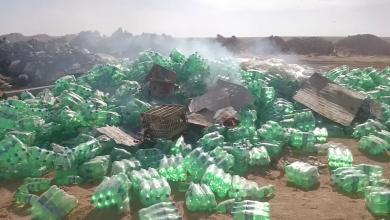 أتلاف أكياس المشروبات الغازية منتهية الصلاحية من قبل جهاز الحرس البلدي طبرق