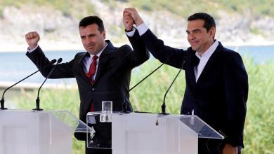 """صورة اتفاق تاريخي لتغيير اسم دولة """"مقدونيا"""""""