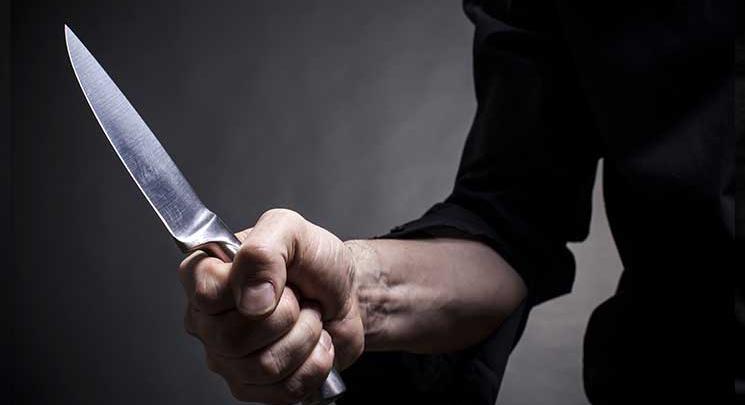 طعن بالسكين