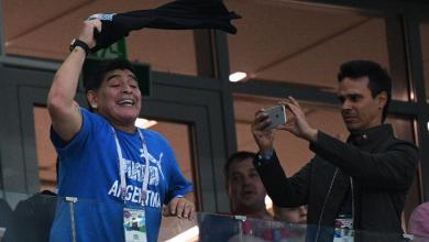 "Photo of ميسي ""يلعب"".. لكن العالم ""يُشاهد"" مارادونا"