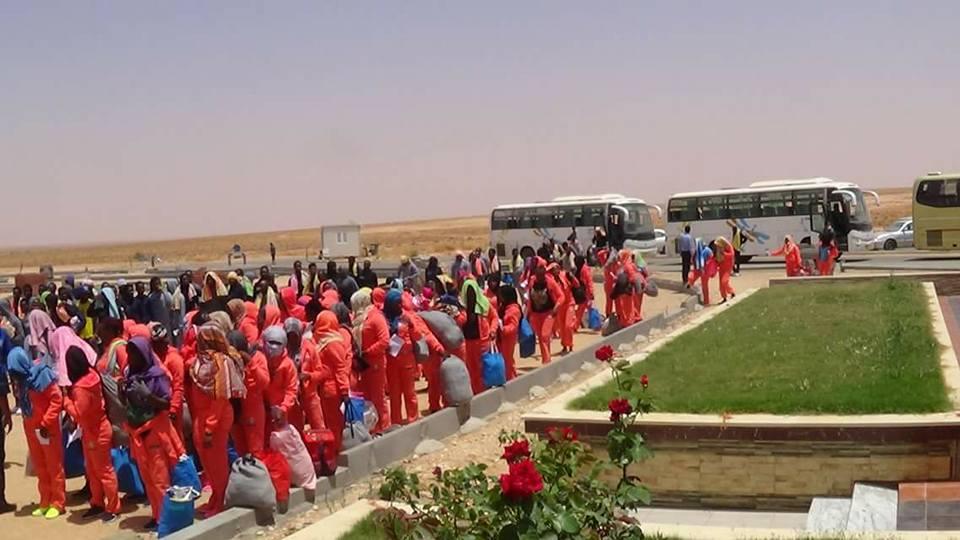 ترحيل مهاجرين غير قانونيين إلى بلادهم من مطار الزنتان
