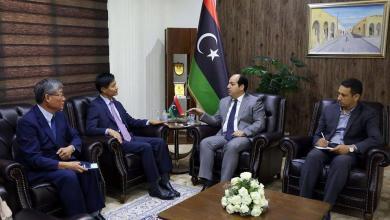 النائب بالمجلس الرئاسي أحمد معيتيق و سفير كوريا الجنوبية لدى ليبيا تشوي سونغ سو
