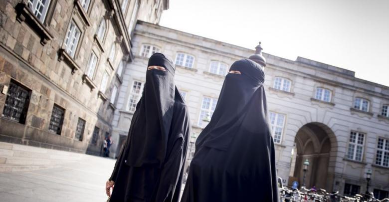 ارتداء النقاب في الأماكن العامة