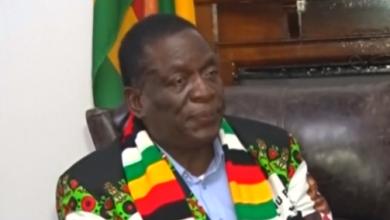 Photo of رئيس زيمبابوي ينجو من تفجير دموي
