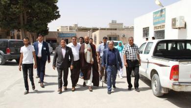 وكيل وزارة الصحة في الحكومة المؤقتة سعد عقوب أثناء تفقده المرافق الصحية في بلدية القبة