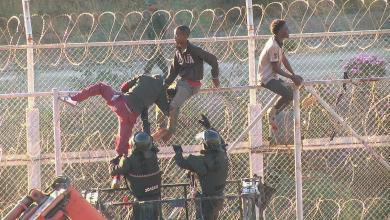 المهاجرين يحاولون دخول سبتة المغربية