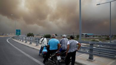 Photo of هروب عشرات اليونانيين من حرائق الغابات