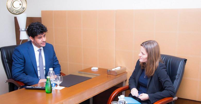 النائب الثاني لرئيس المجلس الأعلى للدولة فوزي العقاب والمستشارة السياسية والإعلامية في السفارة البريطانية الليبية ماتيلدا أوكلي