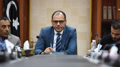 Photo of وزير ليبي يعتذر لطالبة