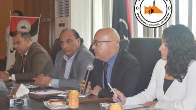 اجتماع مساعد المبعوث الأممي الدولي إلى ليبيا السياسية مكرم املاعب وعميد بلدية سرت مختار المعداني وعدد من أعضاء البلدية