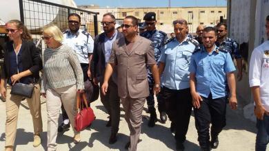 سفيرة الاتحاد الأوروبي لدى ليبيا بتينا موشايد في مراكز إيواء المهاجرين غير الشرعيين بطريق السكة وطريق المطار