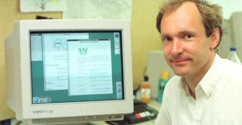 مؤسس شبكة الانترنت العالمية البريطاني تيم بيرنرز لي