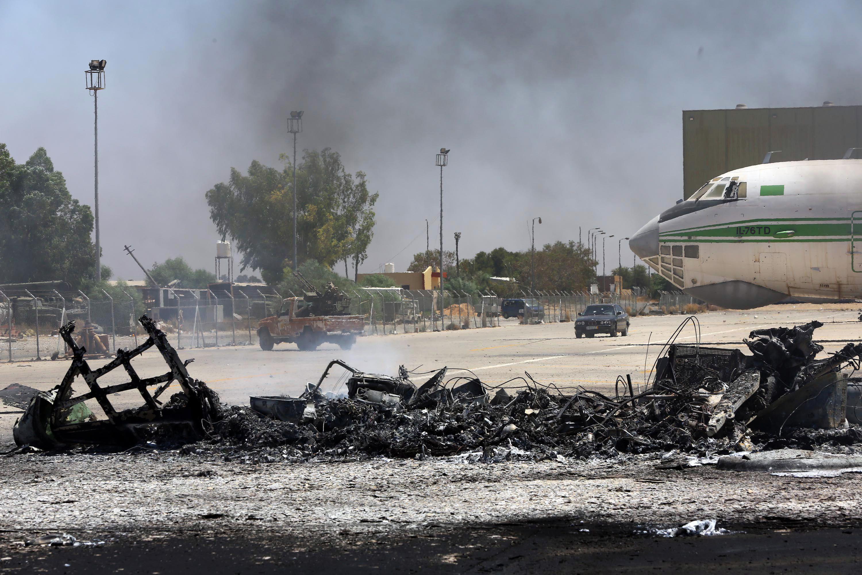 احتراق مطار طرابلس الدولي