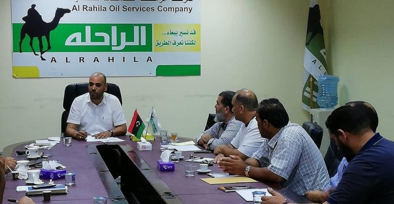 اجتماع مدير إدارة المبيعات ورؤساء مكاتب المبيعات والمندوبين الإداريين في شركة الراحلة