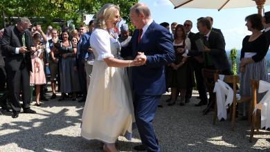 فلاديمير بوتين ووزيرة خارجية النمسا كارين كنايسل