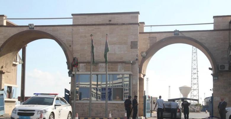Photo of أطنان من الإسمنت والبنزين تصل ميناء طرابلس