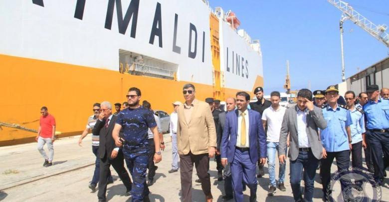 وزير الداخلية المفوض عبد السلام عاشور بميناء طرابلس البحري
