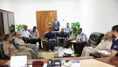 اجتماع محمد الشيباني وعدة مسؤولين معنيين بالمهاجرين ومندوبين عن الهلال الأحمر وجهاز الإسعاف والطوارئ