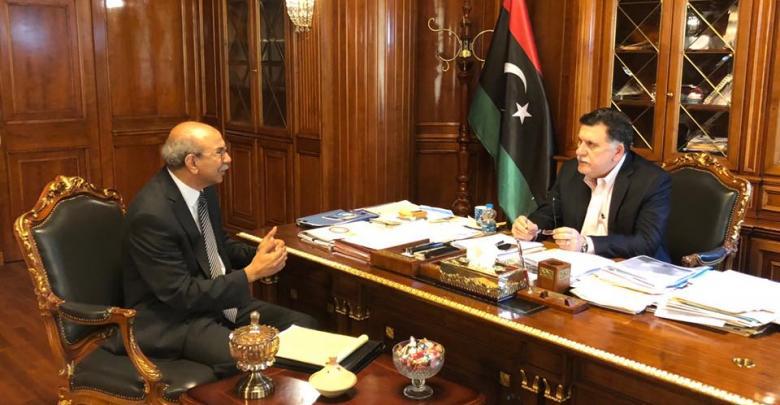 اجتماع فائز السراج ورئيس اللجنة المركزية لانتخابات مجالس البلديات سالم بن تاهية