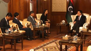 رئيس المجلس الرئاسي فائز السراج وسفير دولة كوريا الجنوبية كيم يونغ تشاي