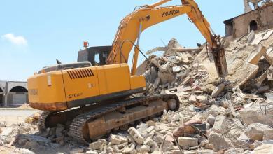 Photo of بلدية بنغازي تزيل المباني المدمرة كليا