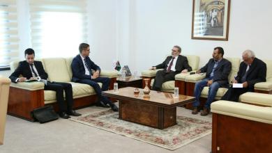 مصطفى صنع الله خلال اجتماع مع سفير ألمانيا لدى ليبيا