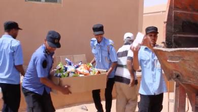 إعدام المواد الغدائية منتهي الصلاحية من قبل مركز جهاز الحرس البلدي غدامس