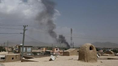 """دخان يتصاعد فوق مدينة غزنة الأفغانية بعد هجوم لحركة """"طالبان"""""""