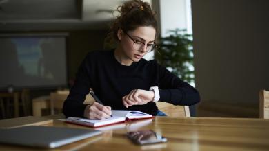 صورة خطوات لتنجح بالجمع بينالدراسة والعمل