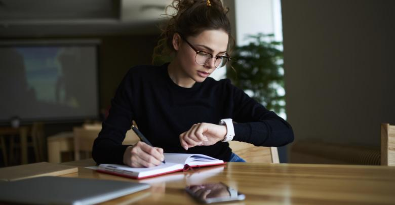 العمل والدراسة - تعبيرية