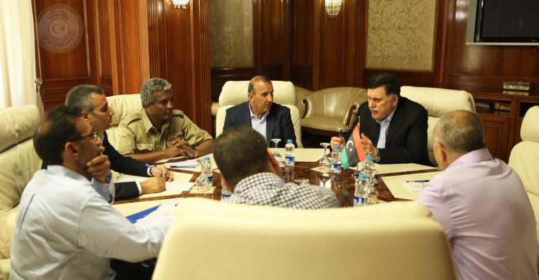 فائز السراج يجتمع مع 5 قيادات أمنية بارزة بمقر المجلس الرئاسي في طرابلس