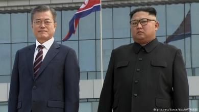 Photo of مصافحة وعناق بين الكوريتين